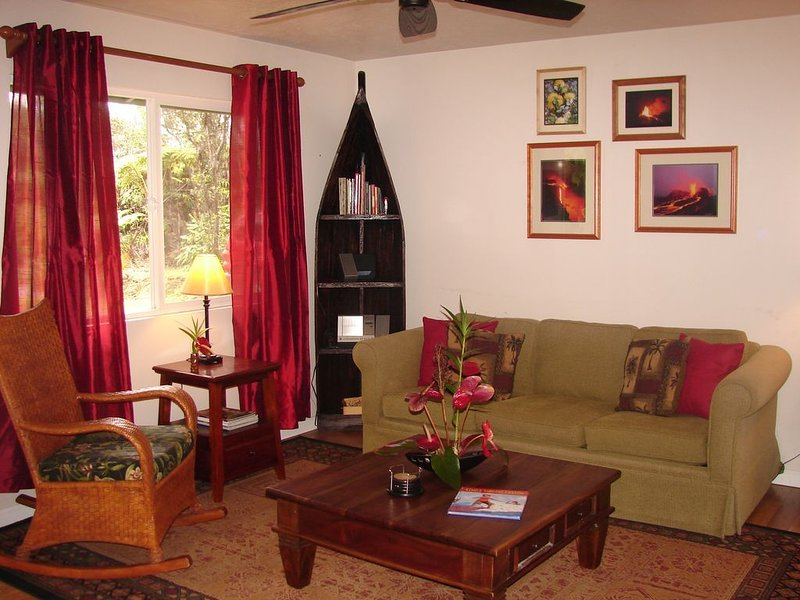 Hot Tub, Privacy and No Cleaning Fees, vacation rental in Volcano