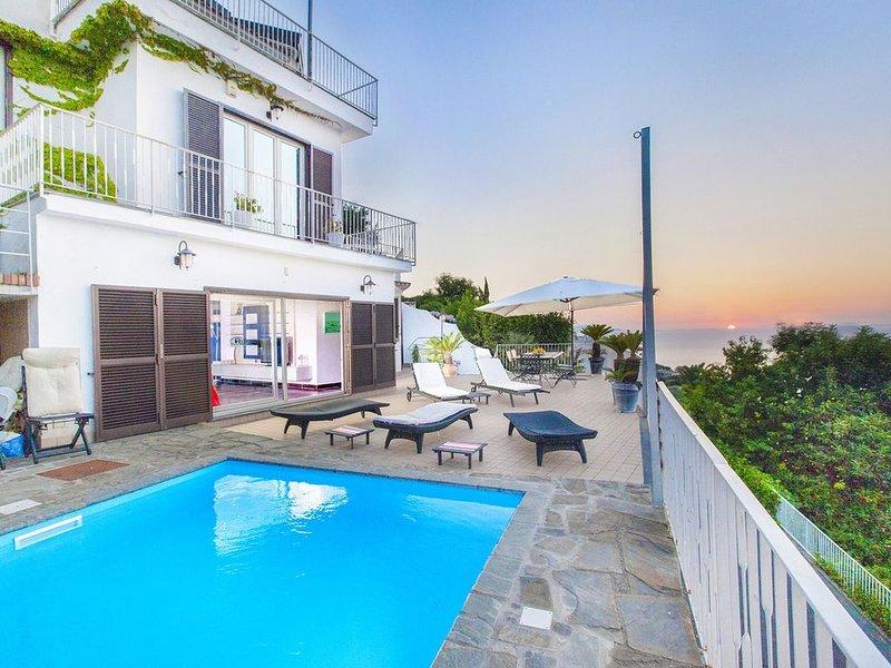 Modern property with sea views, alquiler vacacional en Priora