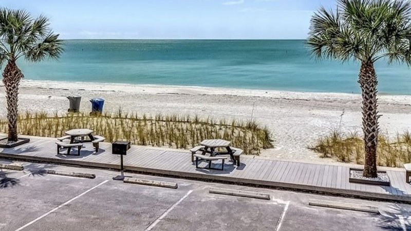 Sunset Chateau Beach Condo Star5Vacations, vacation rental in Treasure Island