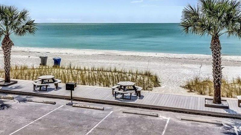 Sunset Chateau Beach Condo Star5Vacations, alquiler vacacional en Treasure Island