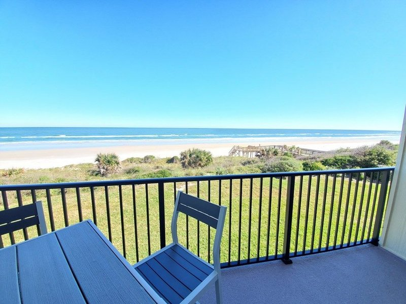 Summerhouse 106, Ocean Front Condo, 4 Heated Pools, WIFI, vacation rental in Saint Augustine Beach