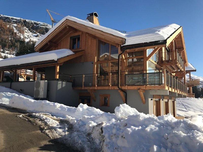 Chalet le Tabuc, Serre Chevalier spacieux, chaleureux et contemporain, location de vacances à Le Monetier-les-Bains