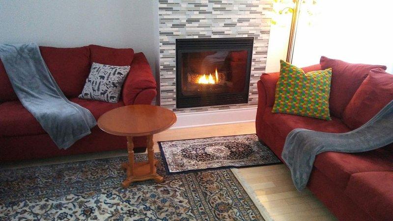 Nid de bonheur dans un villa de luxe pour un séjour inoubliable, vacation rental in Sainte-Anne-des-Lacs