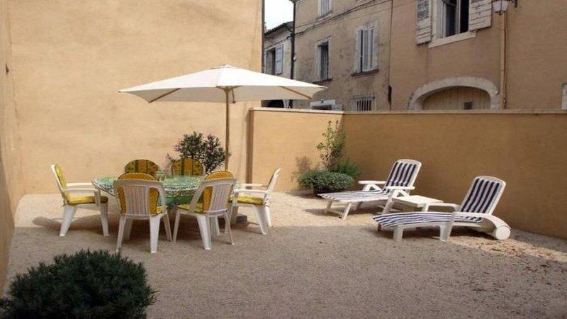 ESCALE EN LUBERON BLEU PROVENCE, holiday rental in Bonnieux en Provence