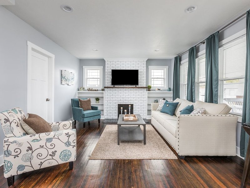 Cozy Downtown Greenwood Retreat - Walkable to Everything, holiday rental in Greenwood