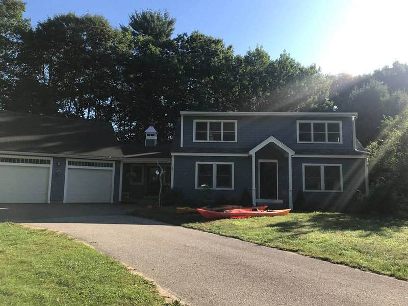 NEW! Adorable house next to town and beaches!, holiday rental in Kennebunkport