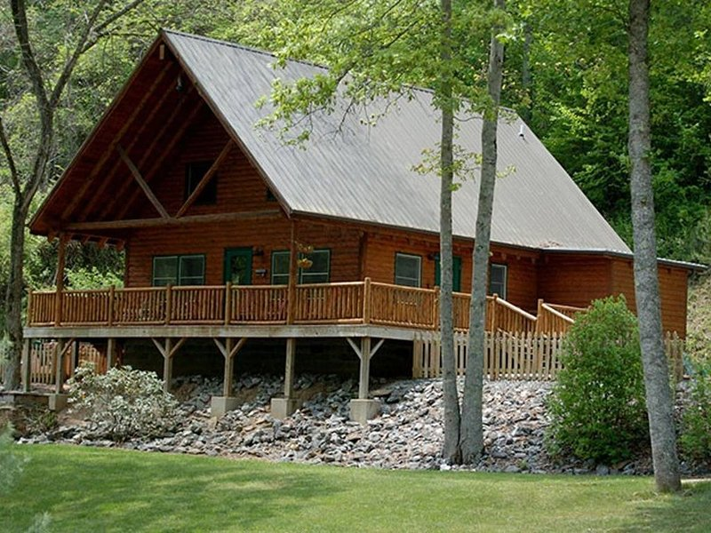 Creek Front Family Getaway in the Great Smoky Mountains with Hot Tub, location de vacances à Parc national des Great Smoky Mountains