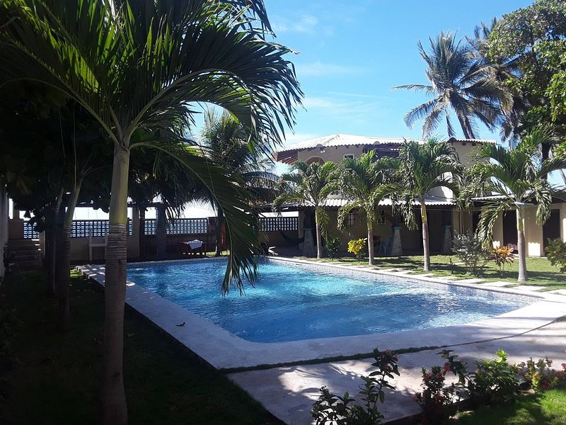 FRONT BEACH HOME FOR RENT daily, 24hrs, weekly, monthly, alquiler de vacaciones en Santa Tecla