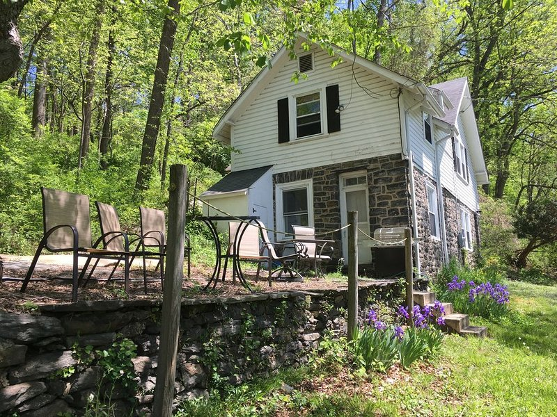 Rustic 3 Bedroom Carriage House on Large Estate, Kids & Pet Friendly, vacation rental in Malvern