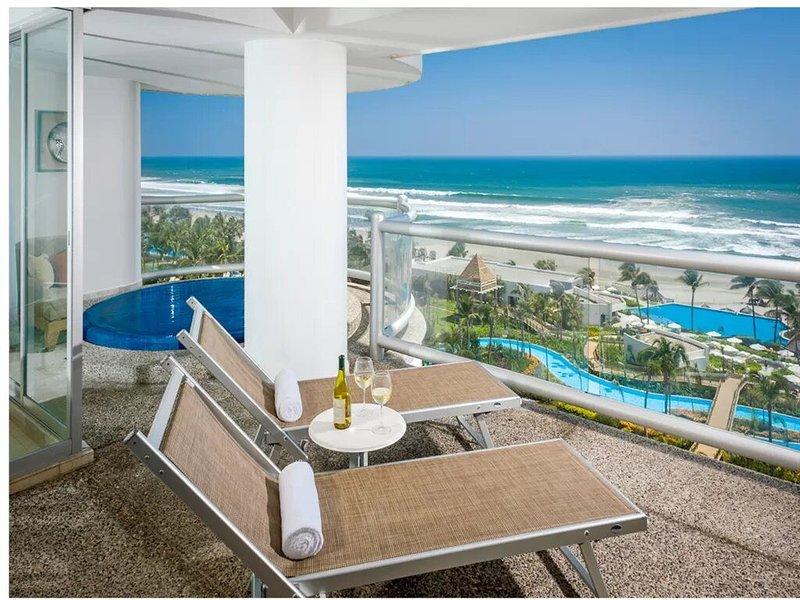THE GRAND MAYAN SPACIOUS ONE BEDROOM SUITE, vacation rental in Nuevo Vallarta
