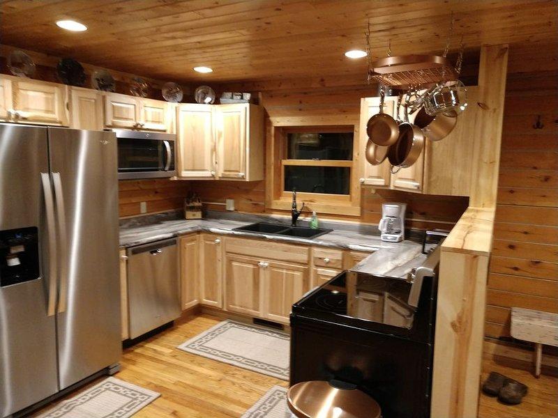 Northern remote cabin getaway!, location de vacances à Shevlin