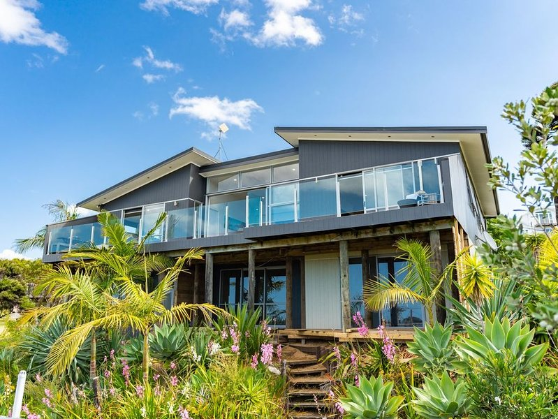 Cheviot's Hideaway - Mangawhai Heads Holiday Home, holiday rental in Kaiwaka