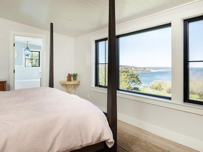 Water views, heated pool, beautiful house renovations., casa vacanza a Cape Elizabeth