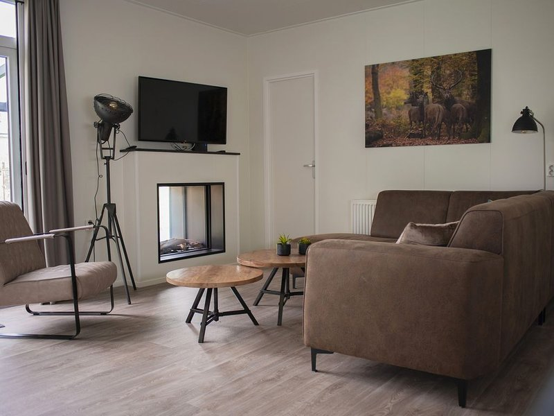 Luxury 6-person Veluwe Villa providing comfort, fun, and luxury on the Veluwe!, vacation rental in Stroe