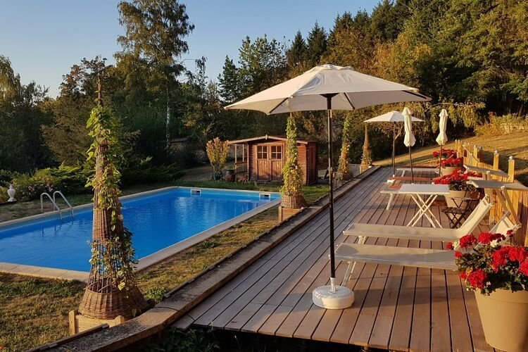 Cosy Castle in Onlay with Swimming Pool, vacation rental in Glux-en-Glenne