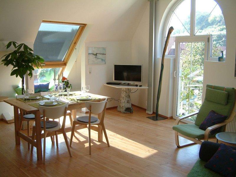Atelierwohnung mit 48 qm, 1 Schlafzimmer für max. 2 Personen, holiday rental in Vogtsburg im Kaiserstuhl