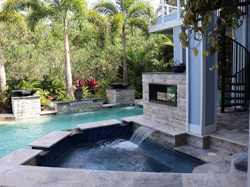 Tropical Waterfront Oasis, alquiler de vacaciones en Crystal Beach