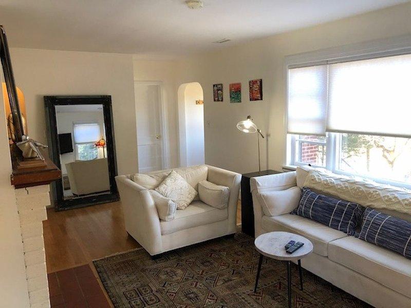 Large 2 Bedroom Apartment in a Great Downtown House!, alquiler de vacaciones en Keswick