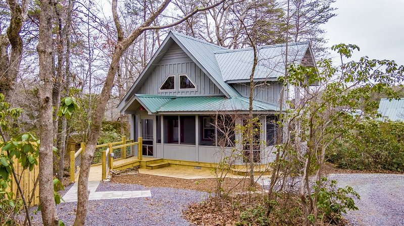 Canyon Falls Cottage on an estate at Desoto Falls Mentone AL  Central Time Zone, holiday rental in Mentone