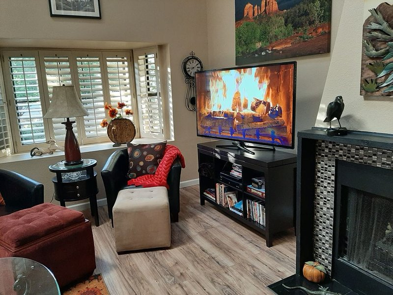 Suite Sedona in Uptown!   Walk to shops, trails and tours!, casa vacanza a Sedona