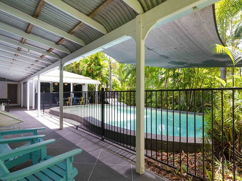 AURA Port Douglas - 100 metres to beach and with pool heating, holiday rental in Oak Beach