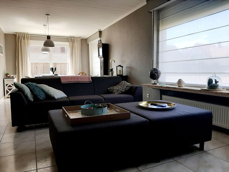 Maison de Marcel - Big family house with 4 free parking spaces near city center, holiday rental in Sint Andries