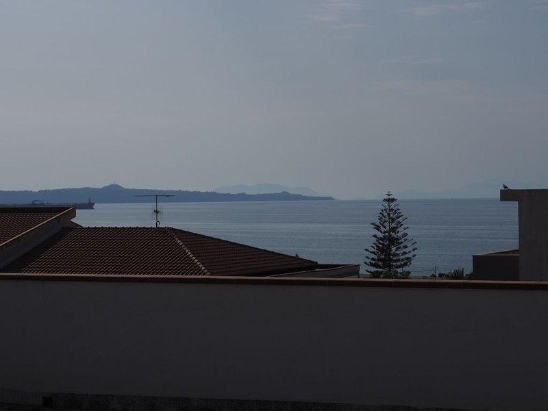Casa elegante in riva al mare con parcheggio., vacation rental in Villafranca Tirrena