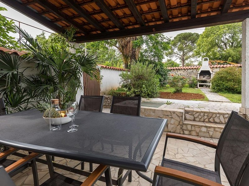 Vacation Home Noemi, 4 people, private pool, garden, free WiFi, BBQ, parking, vacation rental in Porec