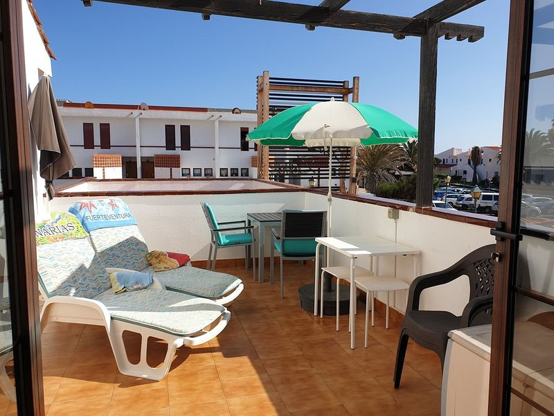 Central Position close to Beach, Spacious Sunny Balcony, Heated Communal Pool, holiday rental in Fustes