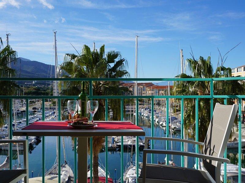 Idéalement situé - Superbe Vue sur le Port et la Montagne - Plage à 50 m, casa vacanza a Plage d'Argeles