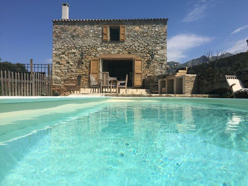 Vieux moulin à huile du XIX ème ; piscine privative et chauffée, holiday rental in Cateri