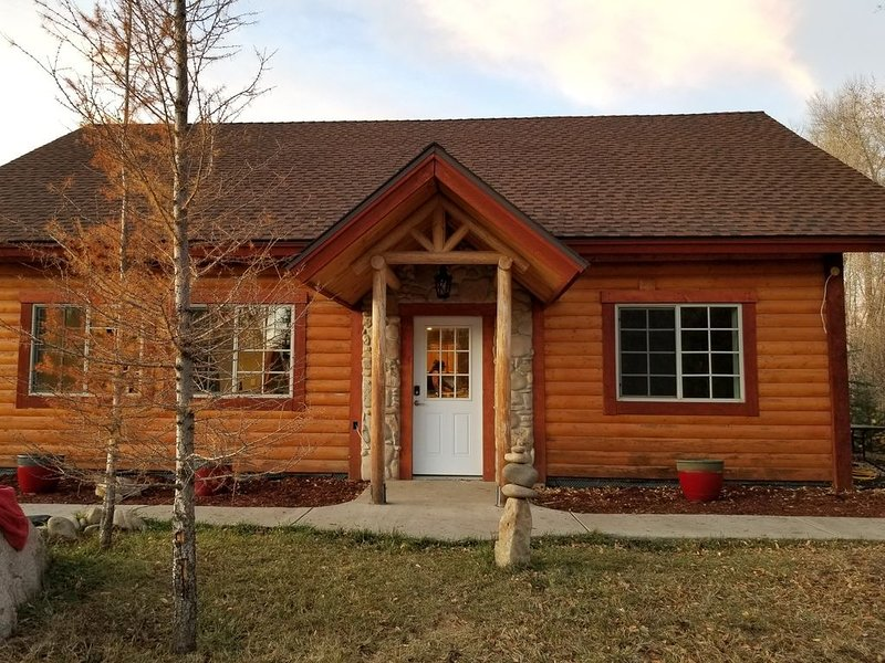 House - 3 BR - 2 BA - Sleeps Up to 10, vacation rental in Yampa