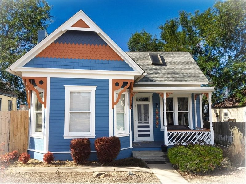 Victorian Suites ~ The Perfect Location with all the Comforts of Home, location de vacances à Prescott Valley