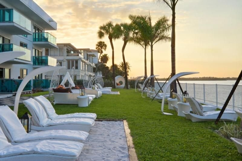 An Adventure Awaits! Cozy 2BR Unit, with Kitchen, Pool, Resort Style Amenities, holiday rental in Bay Harbor Islands