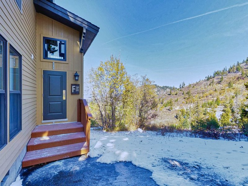 Alpine getaway with shared hot tubs, easy hiking & ski-in/ski-out access, holiday rental in Horseshoe Bend