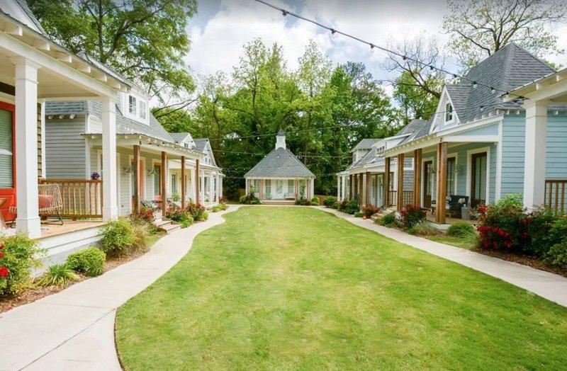 Beautiful Downtown Auburn Cottage In A Quaint Setting!, aluguéis de temporada em Tuskegee