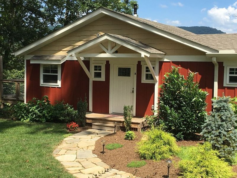 Pet Friendly Cottage With Health And Safety In Mind, holiday rental in Weaverville