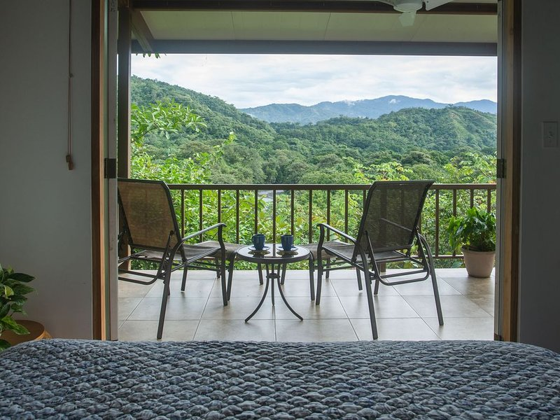 Torio guesthouse with panoramic view of mountains & walking distance to beach, holiday rental in Veraguas Province