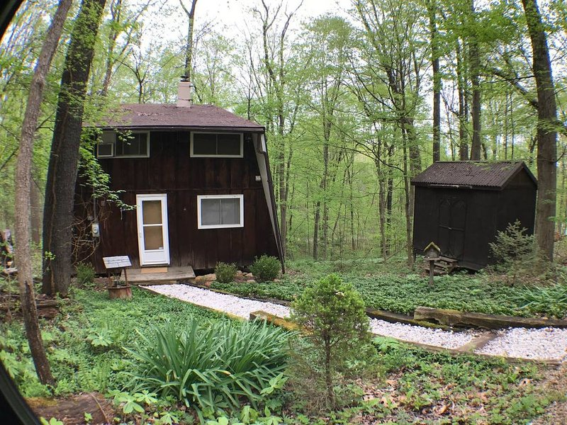 The Reed – A Cozy Cabin in the Woods, holiday rental in Lancaster