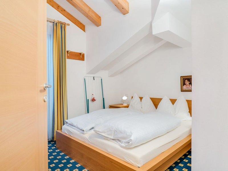Gemütliche Ferienwohnung 'Feldhof Mountains Dorf 108-4p' mit WLAN, Garten und We, casa vacanza a Nova Levante