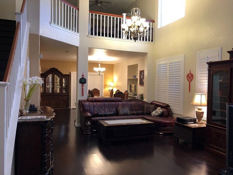 CHINO HILLS LUXURY HOUSE W/ FULLY FURNISHED, vacation rental in Chino Hills