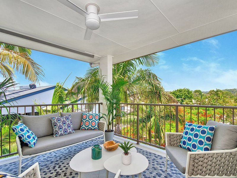 Maroochydore - Opposite the River - Modern Spacious Unit with River Views, holiday rental in Diddillibah