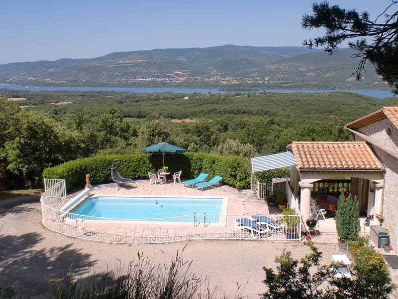 Naturist stay near Montelimar in Drome Provencale. Peace & Quiet!!, vacation rental in Saint-Lager-Bressac