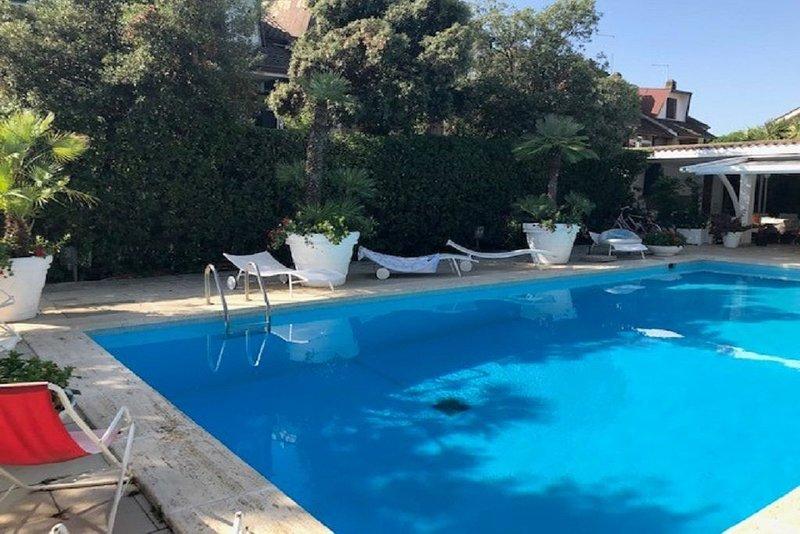 Villa unifamiliare con Piscina, location de vacances à Fiumicino