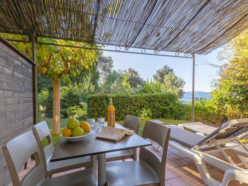 La Résidence du Bailli, Appartement (2/4 pers) avec accès direct à la plage, casa vacanza a Rayol-Canadel-sur-Mer