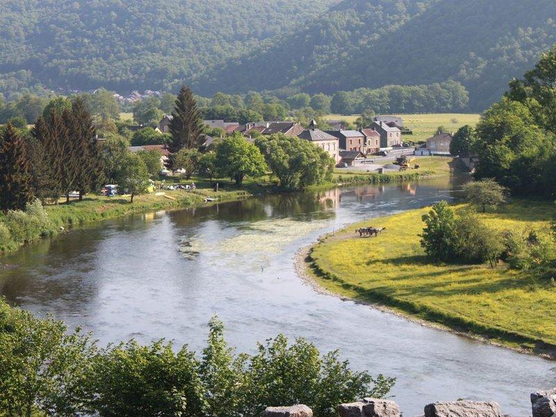 Maison de caractère en bordure d'une très jolie rivière. (La Semoy), holiday rental in Montherme