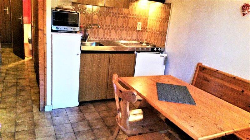 Appartement 2-- cosy pour 4 personnes dans un chalet en montagne, casa vacanza a Morgins