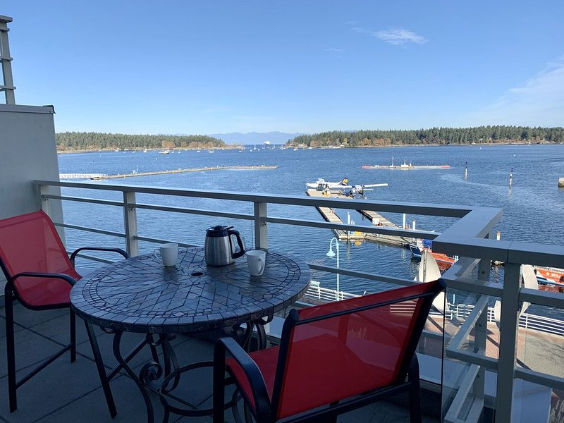Luxury 3 Bedroom Harbourfront Penthouse Townhome, vacation rental in Nanaimo