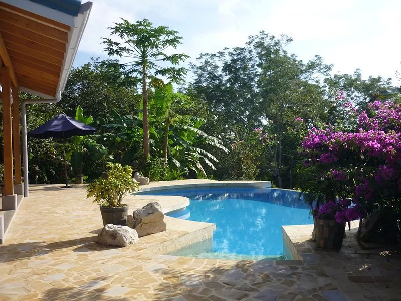 Custom Eco Home, Private, Pool, Canopy View. From $149 per night, alquiler vacacional en Paquera
