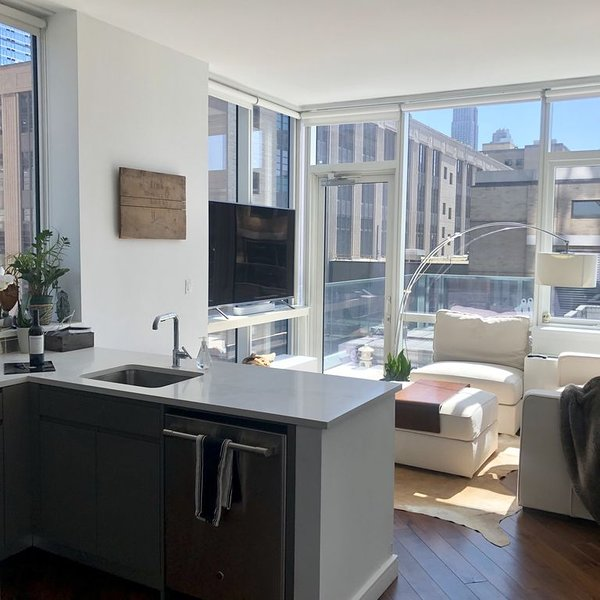 LUXURY 1-BEDROOM APARTMENT ON THE HIGH-LINE NEXT TO HUDSON YARDS, vacation rental in Weehawken